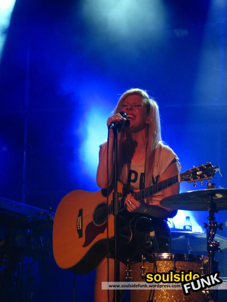Ellie Goulding Heaven 06