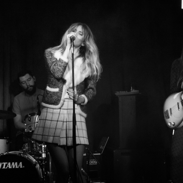 Whinnie Williams singing at Hoxton Square Bar, London